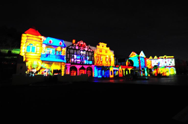 レオマワールドの3Dプロジェクトマッピング「マジカルナイト」